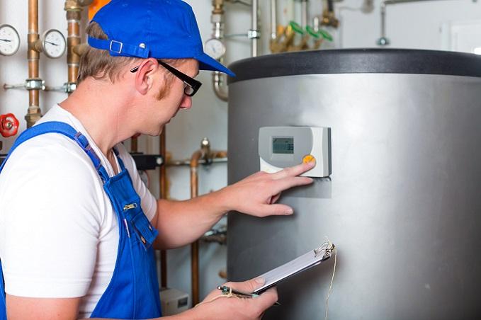 Es ist gar nicht so einfach, die beste Methode für die eigenen Bedürfnisse zu wählen. Ob Solarthermie, Anschluss an das Fern-Warmwassernetz, ein Durchlauferhitzer, ein Boiler oder vielleicht sogar ein eingebauter Kachelofen, der am Wärmekreis angeschlossen ist – die Möglichkeiten sind vielfältig. (#02)