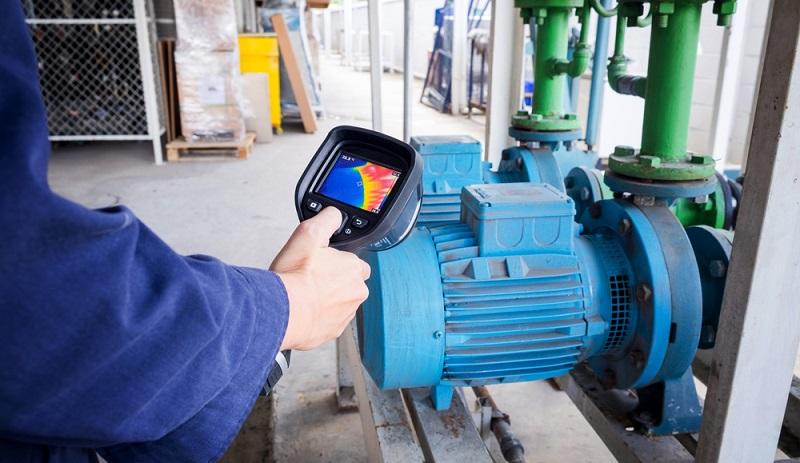 Um exakte Temperaturschwankungen zu erkennen, bietet sich die Verwendung einer Thermokamera durchaus an. Aber wann und in welchem Kontext werden derartige Geräte benötigt?