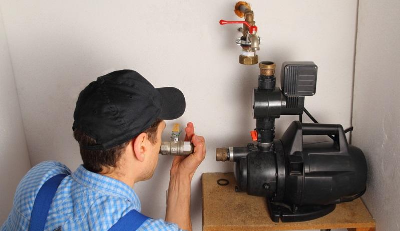 Heute wird die Gartenpumpe eingesetzt! Sie kann Wasser aus einem Brunnen befördern oder aus einem Regentank.