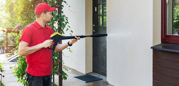 WDVS Fassade: Aufbau und Reinigung der Dämmung ( Foto: Shutterstock- _ronstik)
