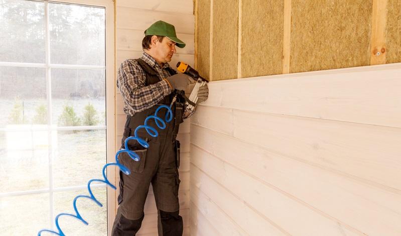 Bei Fachwerkhäusern wird hier die besondere Ästhetik erhalten. Im Vergleich zu <strong>anderen natürlichen Dämmstoffen</strong> gehören die Holzfaserplatten zu den <strong>günstigeren</strong> WDVS. Sie eignen sich auch in Kombination mit der hinterlüfteten Fassade.  ( Foto: Shutterstock-  Olga_Ionina )